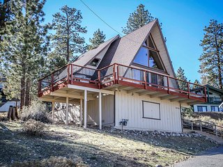 Meadow View Chalet~East Big Bear Cabin~Fireplace~Full Kitchen~Minutes To Town~, Big Bear City