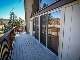 ~Meadow View Chalet~Serene East Area Retreat~Vast Meadow Views~Minutes To All~