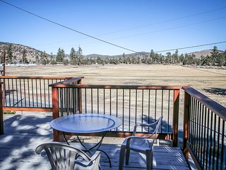 Meadow View Chalet~East Big Bear Cabin~Fireplace~Full Kitchen~Minutes To Town~