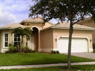 1 room to rent in a house located in a gated community, Fort Pierce