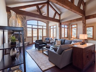Fabulous, Family-Friendly ARROWHEAD Home. 5 beds/4.5 ba, sleeps 12. Lift access, Edwards