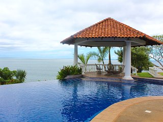 Ocean View & Infinity Pool Beach House, Tambor