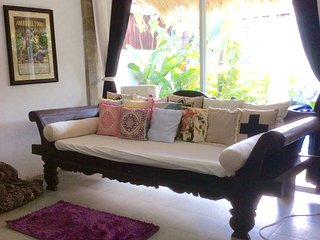Awesome private villa in the heart of Canggu with pool & fast wifi.