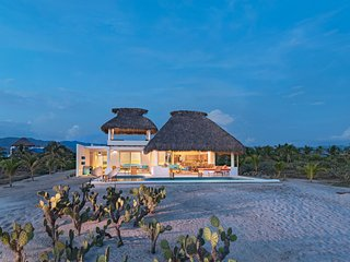 Casa Quetzal - Beautiful oceanfront house in prestigious area