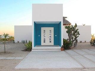 Casa Quetzal - Beautiful oceanfront house in prestigious area