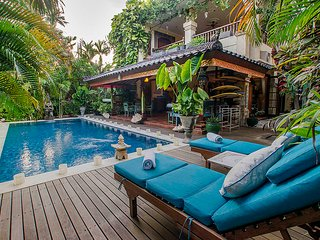 Holiday Villa Rental Seminyak Large Garden & Pool Close to the Beach