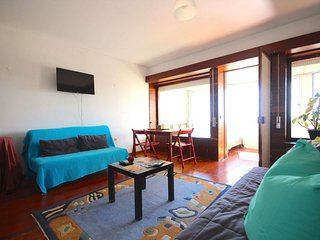Dougie apartment in Estoril with WiFi & air conditioning.