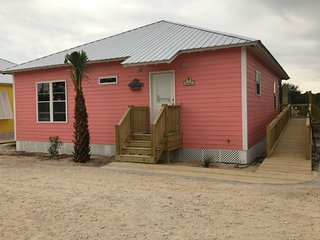 BEACH VILLA/PRIVATE SETTING/2 POOLS/SLEEPS 12/FULLY EQUIPPED, Gulf Shores