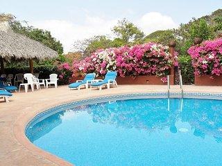 Lovely 1BR. Villa Apartment - Ocean Views - Pool