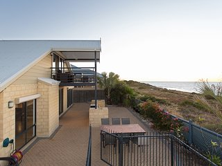 Holiday Beachfront. 14 sleeps. Mandurah Halls Head