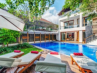 300m from beach luxury 4BR villa, central Seminyak