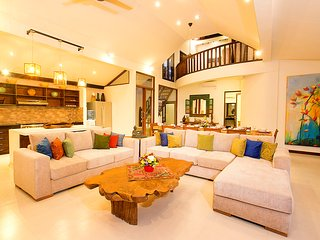 Villa Aveli Seminyak By Bali Villas Rus - FAMILY VILLA CLOSE TO EAT STREET, Kerobokan