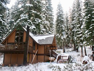 Cozy Tahoe Donner Cabin Sleeps 6 Comfortably!