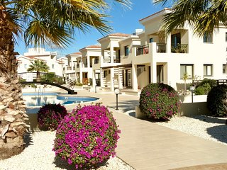 Fabulous B101 Faros Beach, Sea View, 5 minswalk shops, beach, cafes; wi-fi/TV