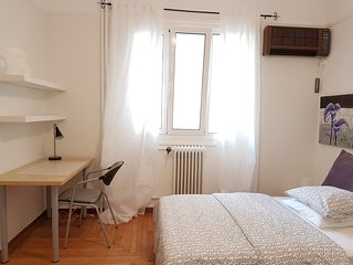 Brown apartment, Atenas