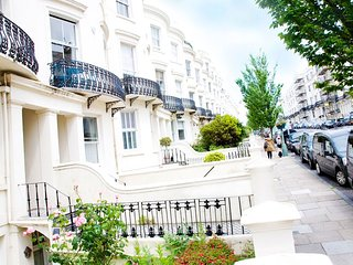 Lansdowne Regency Apartment | Ultra-Modern Holiday Let in Brighton & Hove
