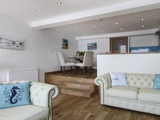 Self-catering suite sleeps 4, Porthmadog