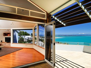 Beach Views Nelson Holiday Home - Exceptional Sea Views!