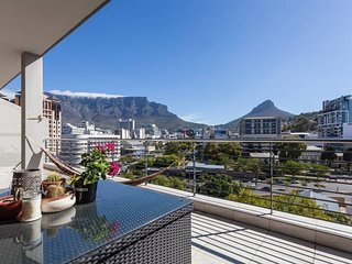 Modern upmarket apartment, Cape Town Central