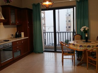 Modern, Two bedroom,Two bathroom , Qawra top location, near seafront.free wi fi