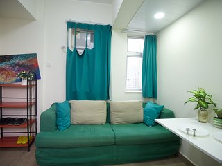 CITY Apt. sleeps 8ppl 2-bathrooms 3 min to MRT AB