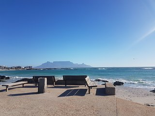 Dolphin Ridge seaside holiday apartment, big bay, Bloubergstrand