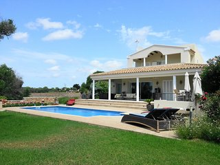 Moderno chalet con 3 dormitorios, 3 banos, piscina privada, WiFi gratis