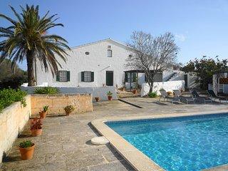 Amplia casa de campo con piscina privada, WiFi gratis