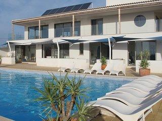Laguna, modern apartment meets hilltop charm, Burgau