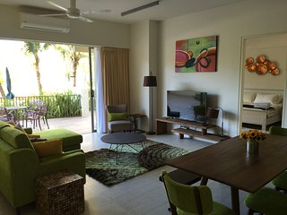 By the Sea - Luxury  modern beach apartment, Batu Ferringhi