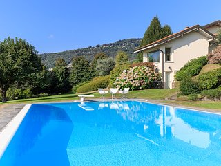 Incredible views and private pool - delightful villa!, Lesa