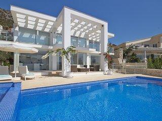 Villa Zeytinkaya - Modern 4 bedroom luxury villa in Komurluk, Kalkan