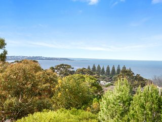 Bliss * Victor - Panoramic Sea Views Towards Port Elliot in a Quiet and Private