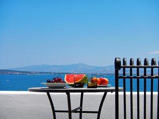 Paros ''Playera'' 1st floor sea-view bungalow, Naoussa