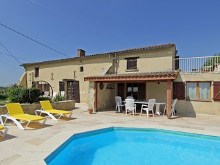 Tranquil and private location next to vineyards. Short walk to bar & daily bread, Monsegur