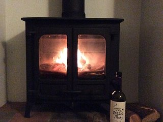 Cosy Cwtch with wood burning stove, pet friendly!  Close to beautiful beaches., New Quay