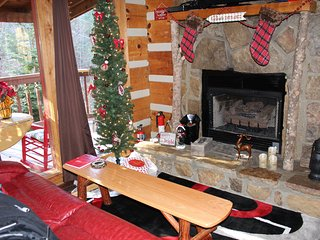 CHRISTMAS IN THE SMOKIES!  Dec. Dates Still Available!  Secluded Cabin, WIFI, Sevierville