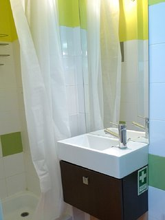 Salles de bain à l'étage avec douche et WC