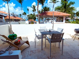 Outside dinning area on terrace with BBW and loungers