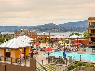 Gourgeous 2 Bed plus Den by the Lake Okanagan / Gym, Hot Tub and Pool