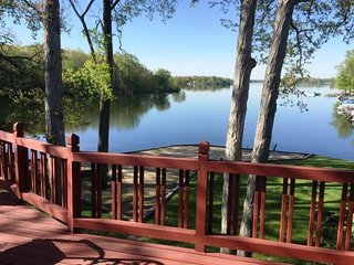 MI Lakehouse Rental-Includes Pontoon-7 Chain Lakes, Coldwater