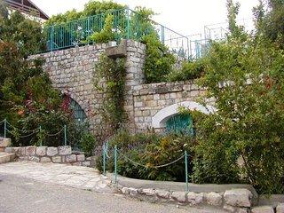 Safed Villa