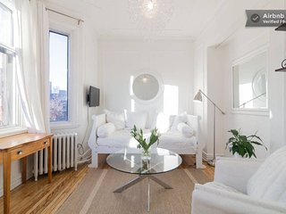 La Paige - Cute cottage style apartment in McGill Ghetto, Montreal