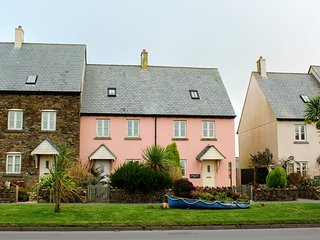 Aft Cottage. A family & dog friendly cottage close to beach, sea & country, Kingswear