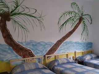 habitacion triple con vistas en Del Pino Hostel