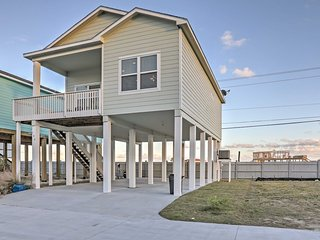 NEW! 3BR Rockport Stilt House Near Beach!