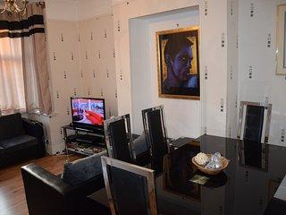 3 bedroom apartment, 2 bathrooms, West London