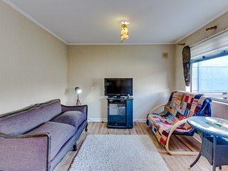 Casa con mesa de ping pong y estufa salamandra - House with wood stove
