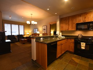 Canadian AT PAR!  Ski-In/Out Luxurious Condo, Whitefish Mountain Resort