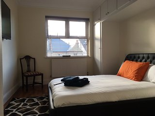 First Floor Apartment in Chiswick, West London - Double Bedroom (Room 6), Kew